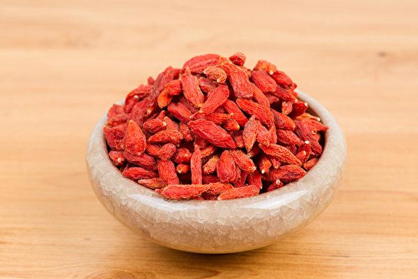 枸杞子有明目、延壽等許多功效,主要是源於它補腎的作用。(Shutterstock)