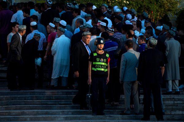 周二(11月6日),聯合國人權理事會將會對中共的侵犯人權記錄進行審查。人權活動人士呼籲成員國藉機施壓,讓中共為其侵犯人權行為負責。中共透過集中營的方式,大規模迫害新疆維吾爾族的情況,引發國際關注。圖為示意照。(AFP)