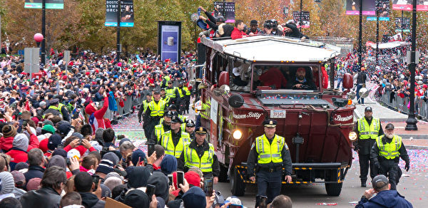 红袜队冠军大游行 百万人欢庆