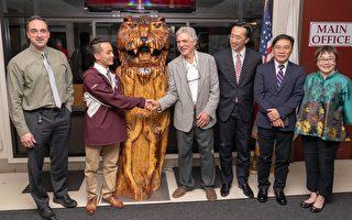 華裔之光 高中生黃再宇木雕銘刻百年歷史