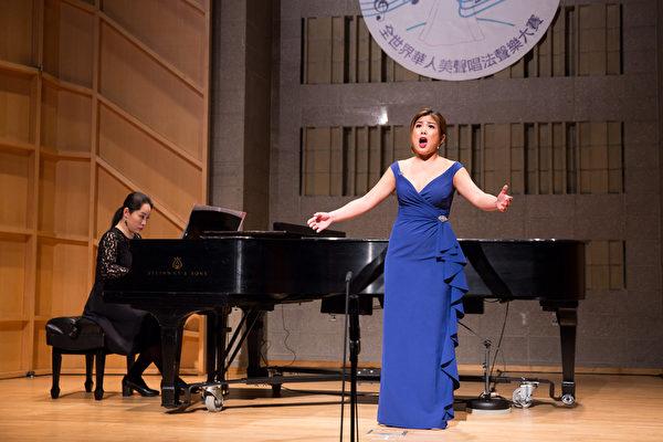 755號選手陳雪瑩11月10日在新唐人第七屆全世界華人美聲唱法聲樂大賽決賽中演唱。(戴兵/大紀元)