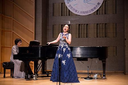 814號選手王郁馨11月10日在新唐人第七屆全世界華人美聲唱法聲樂大賽決賽中演唱。(戴兵/大紀元)