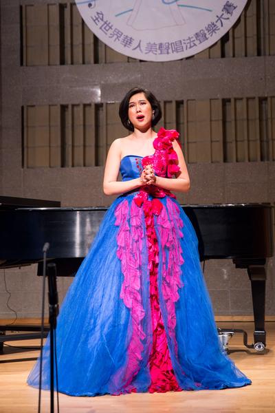 792號選手盟盟11月10日在新唐人第七屆全世界華人美聲唱法聲樂大賽決賽中演唱。(戴兵/大紀元)