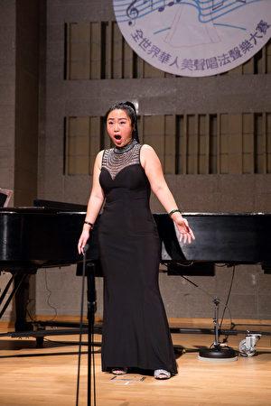 838號選手金瑩11月10日在新唐人第七屆全世界華人美聲唱法聲樂大賽決賽中演唱。(戴兵/大紀元)