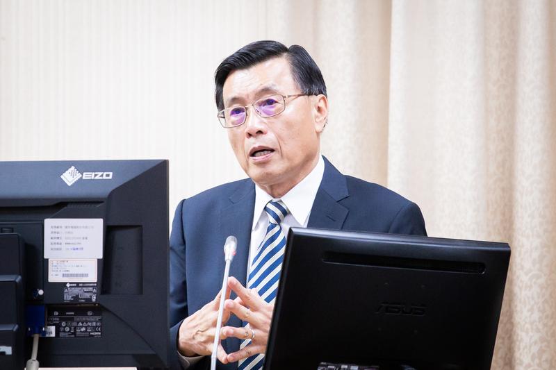 國安局長彭勝竹11月1日表示,中共影響台灣選舉的樣態非常多,從資金影響台灣賭盤,到招待宗教團體、樁腳、漁會、農會到中國等,至少有十幾種影響台灣選舉的方法。(陳柏州/大紀元)