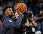 NBA重磅交易 森林狼球星巴特勒加盟76人