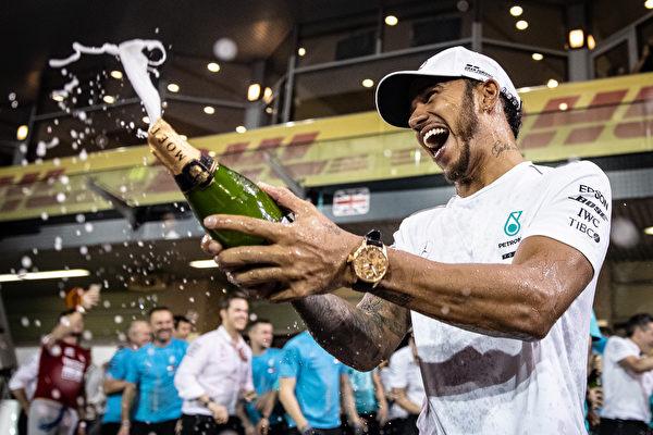 F1收官战:小汉夺第11冠 创车手积分纪录