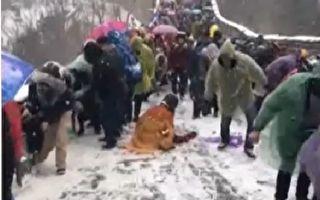 北京30年春雪 長城都變冰滑梯啦!