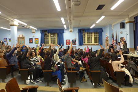 布碌崙187初中的家长教师会会员13日晚举手投票,一致决定聘请太平洋法律基金会,诉讼市府。