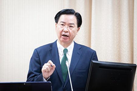 亚太经济合作(APEC)经济领袖会议即将在11月12日登场,对于是否安排中华民国领袖代表张忠谋与美中领袖会谈,外交部长吴钊燮(图)7日表示将尽量争取。