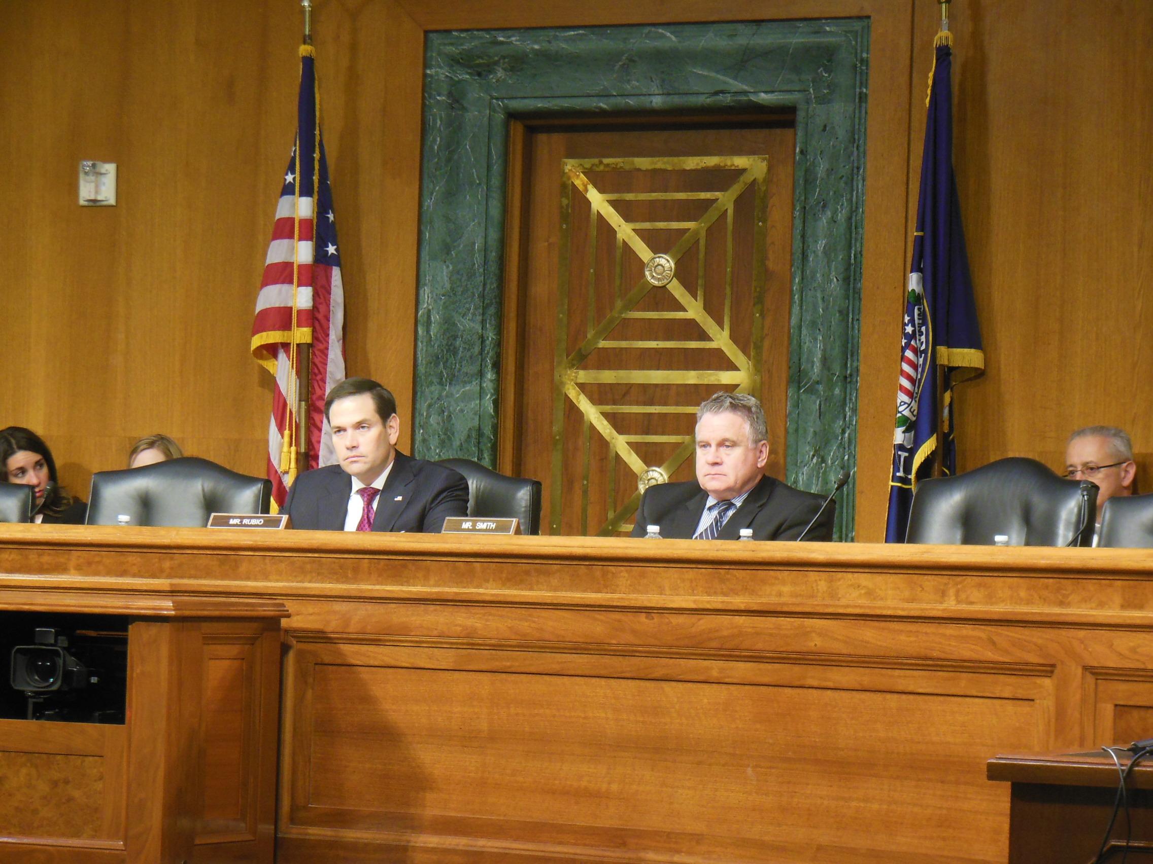 美國國會及行政當局中國委員會(CECC)主席、參議員馬可‧魯比奧(Marco Rubio)(左)、CECC共同主席史密斯(Christ Smith)議員(右)。(李辰/大紀元)