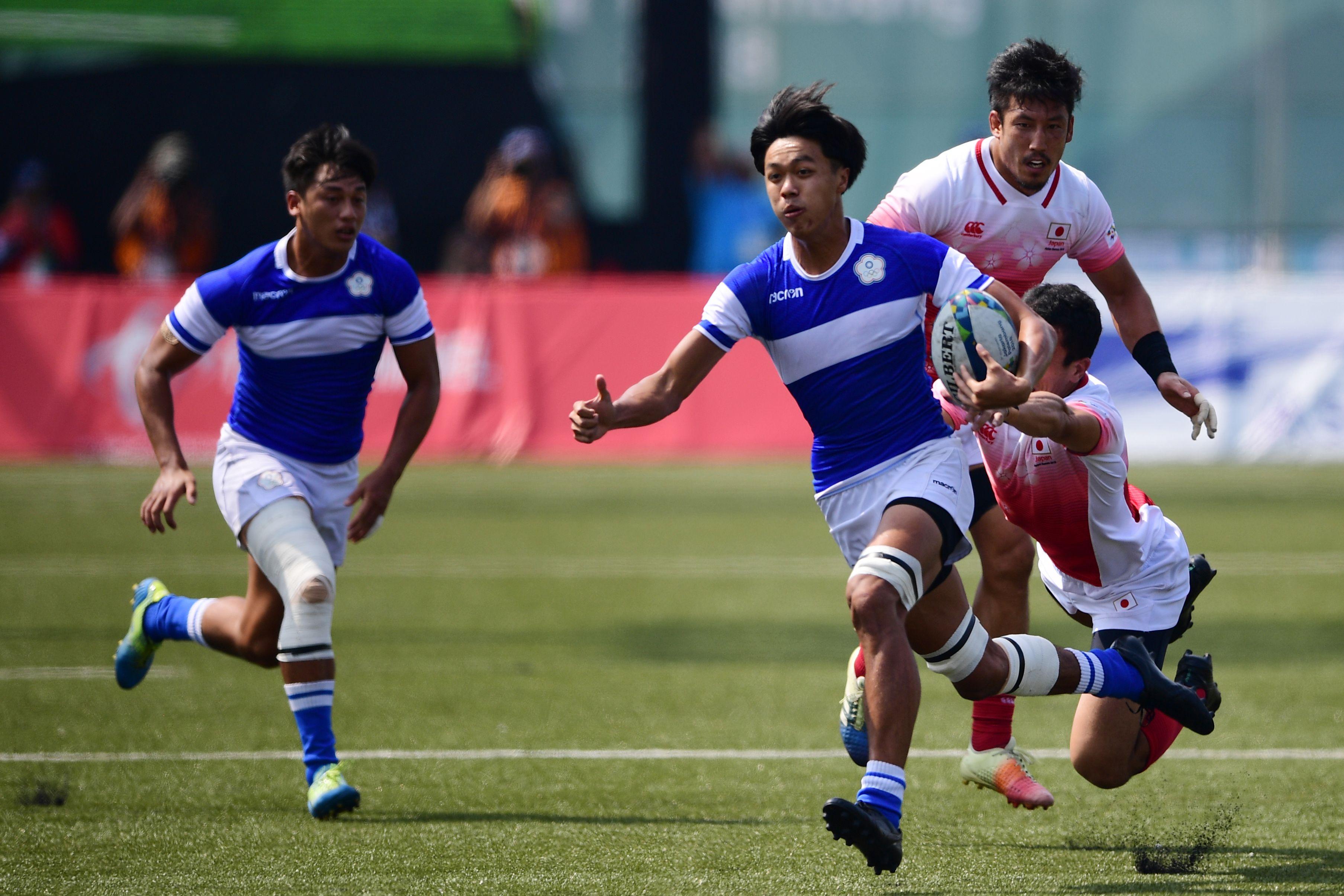 路透社報道說,中共打壓台灣無所不用其極,連台灣要舉辦橄欖球賽都加以阻攔。圖為2018年8月31日,台灣和日本的橄欖球選手在亞洲運動會上競技。(MARTIN BUREAU/AFP/Getty Images)