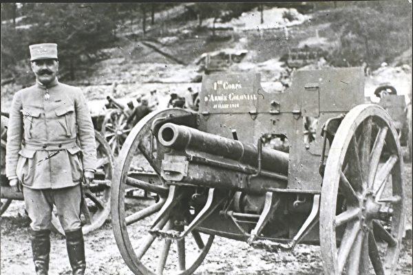 一战结束百年 巴黎设首座阵亡军人纪念碑