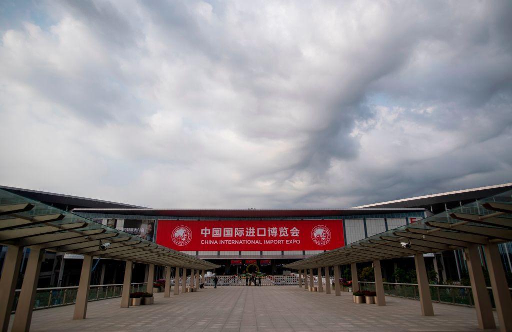中共舉辦的中國國際進口博覽會,G7首腦一個沒來,只有俄羅斯派遣了總理梅德韋傑夫參加開幕式,可以說是熱臉貼了冷屁股。(JOHANNES EISELE/AFP/Getty Images)