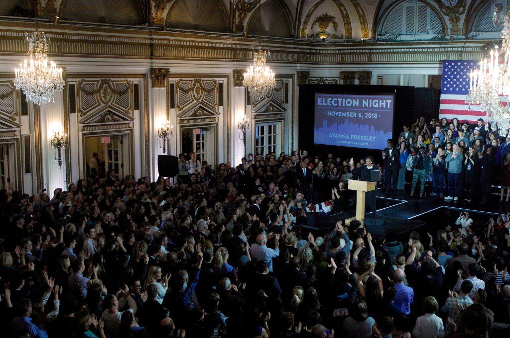 美國華盛頓無黨派政治報紙《國會山報(The Hill)》總結說,周二(11月6日)美國中期選舉之後,似乎沒有產生明確的贏家或輸家。(JOSEPH PREZIOSO/AFP/Getty Images)