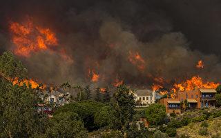 加州山火增至31死 风助火势继续蔓延