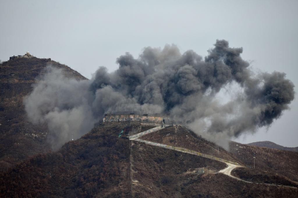 週二(11月20日)北韓摧毀了非軍事區(DMZ)的10個哨所。(Jung Yeon-je – Pool/Getty Images)