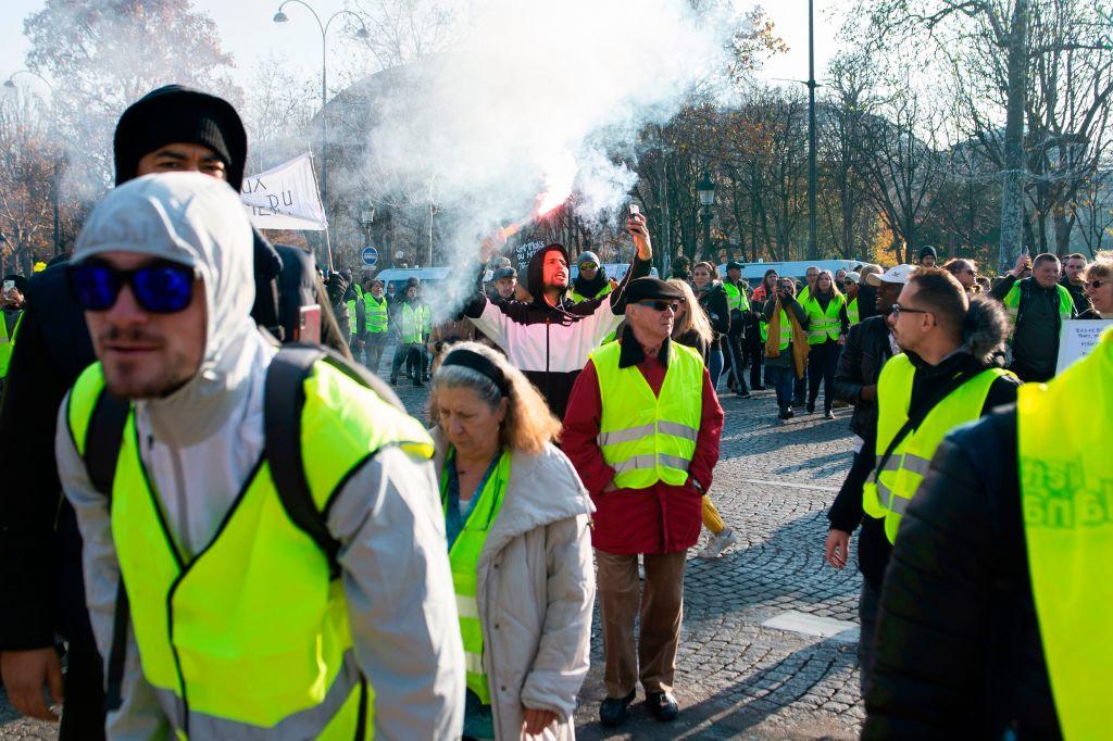 油價高居不下 法國24萬人街頭抗議 1死多傷