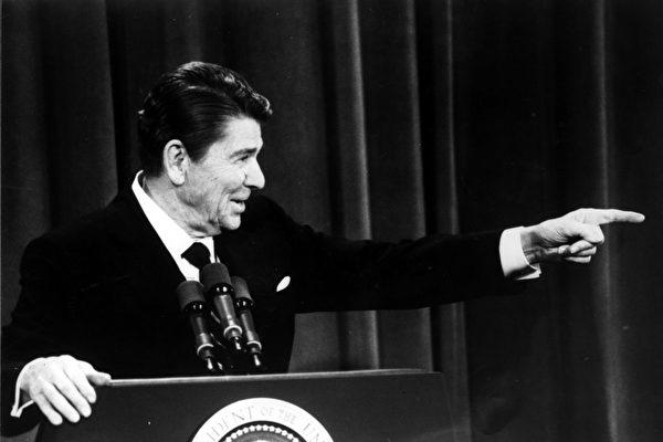 演說時遭「槍擊」 里根總統的反應你想不到