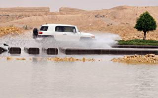 沙特遭受洪灾 至少30人死 沙漠变海洋