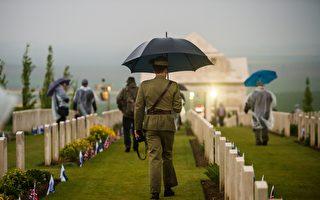 澳士兵英国阵亡墓地荒芜 好心人照管逾25年