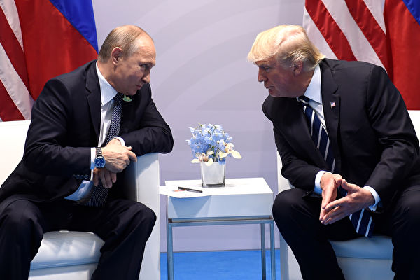 US President Donald Trump and Russia's President Vladimir Putin hold a meeting on the sidelines of the G20 Summit in Hamburg, Germany, on July 7, 2017. / AFP PHOTO / SAUL LOEB (Photo credit should read SAUL LOEB/AFP/Getty Images)