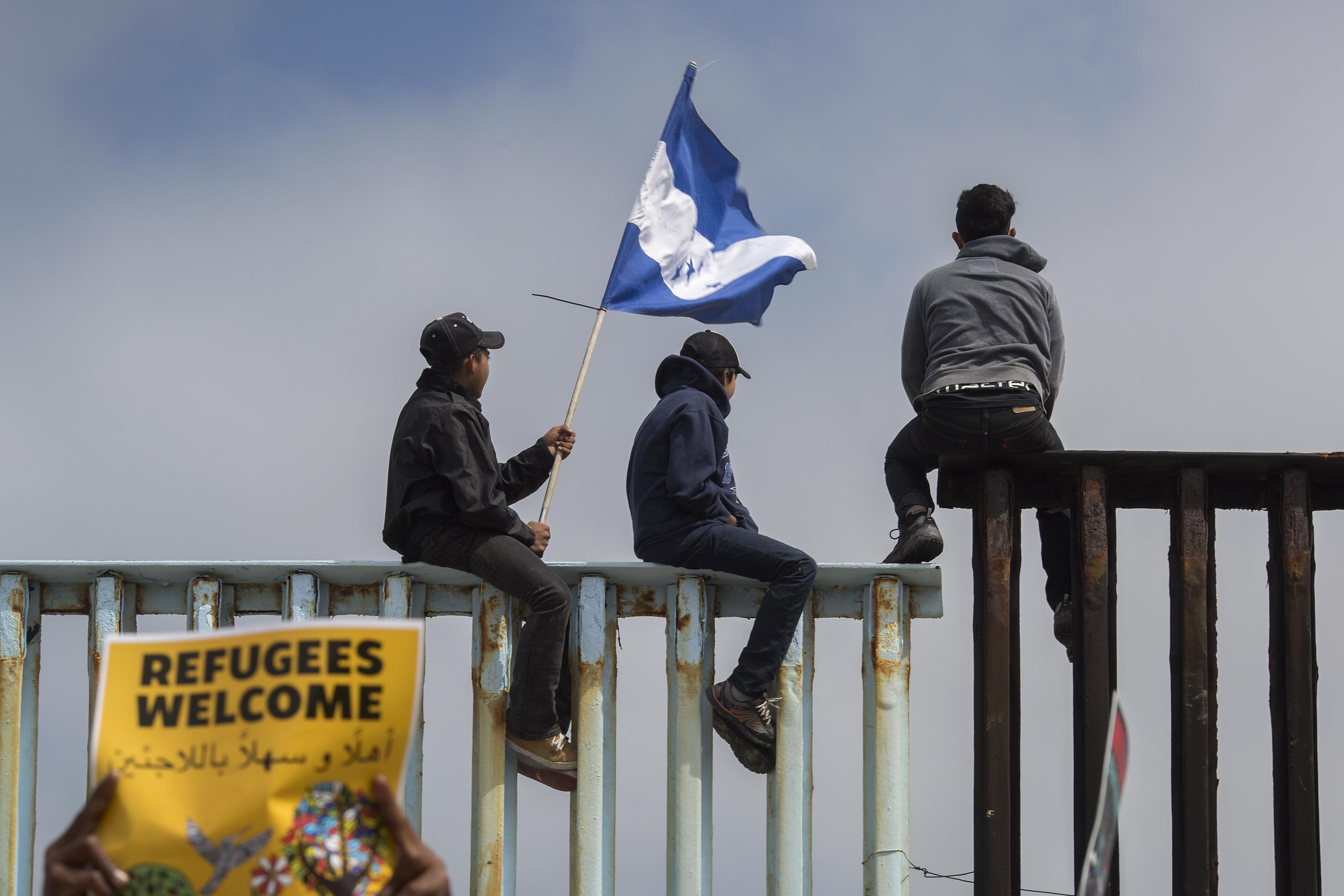 萬名大篷車成員抵美邊境 內藏五百多罪犯