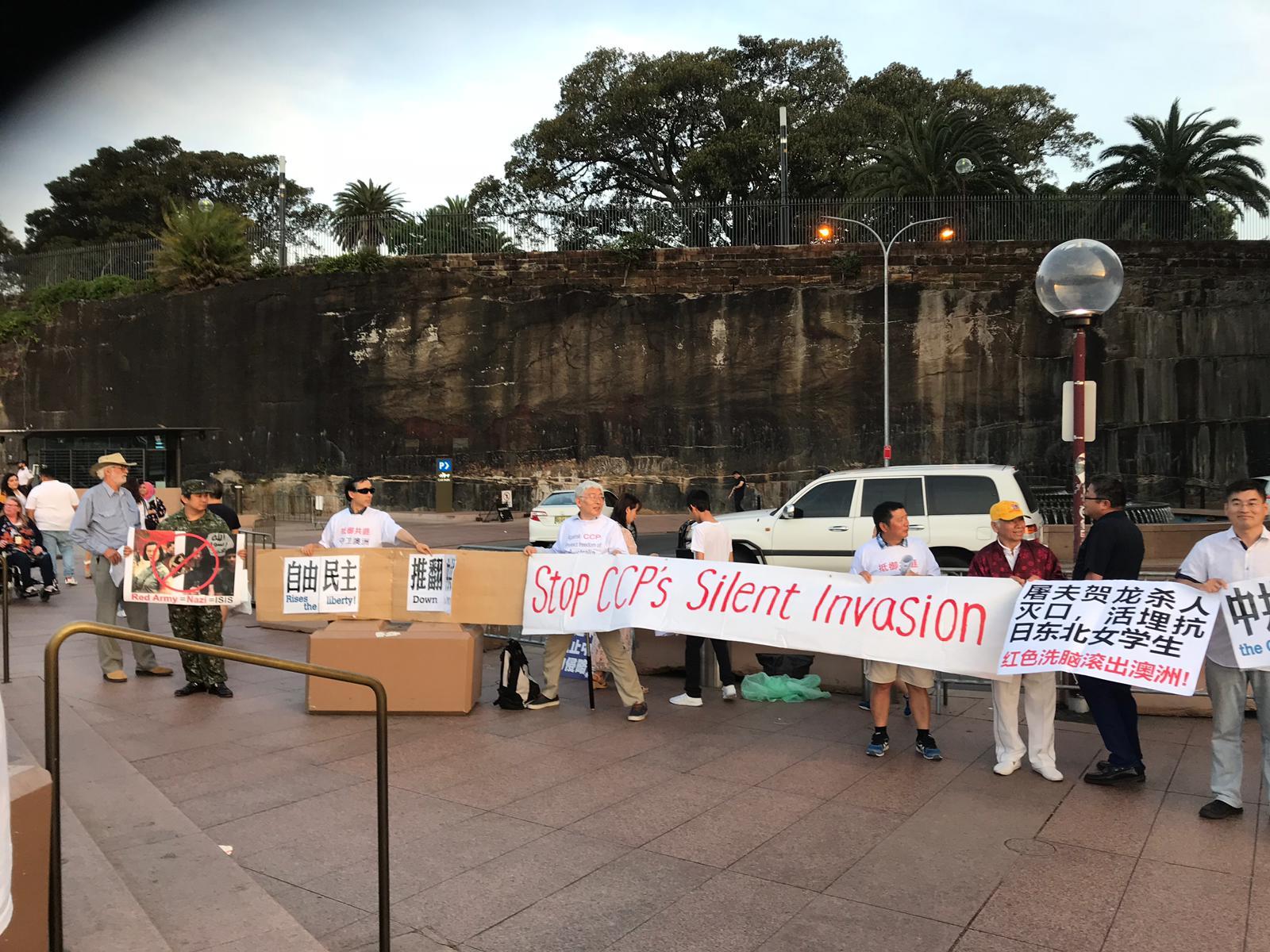 11月4日,「澳洲價值守護聯盟」(AVA)在悉尼歌劇院(Sydney Opera House)外舉辦的抗議活動。(主辦方提供)