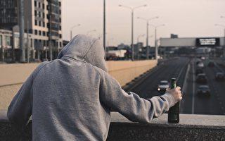 酗酒吸毒增 加國人壽命正下降