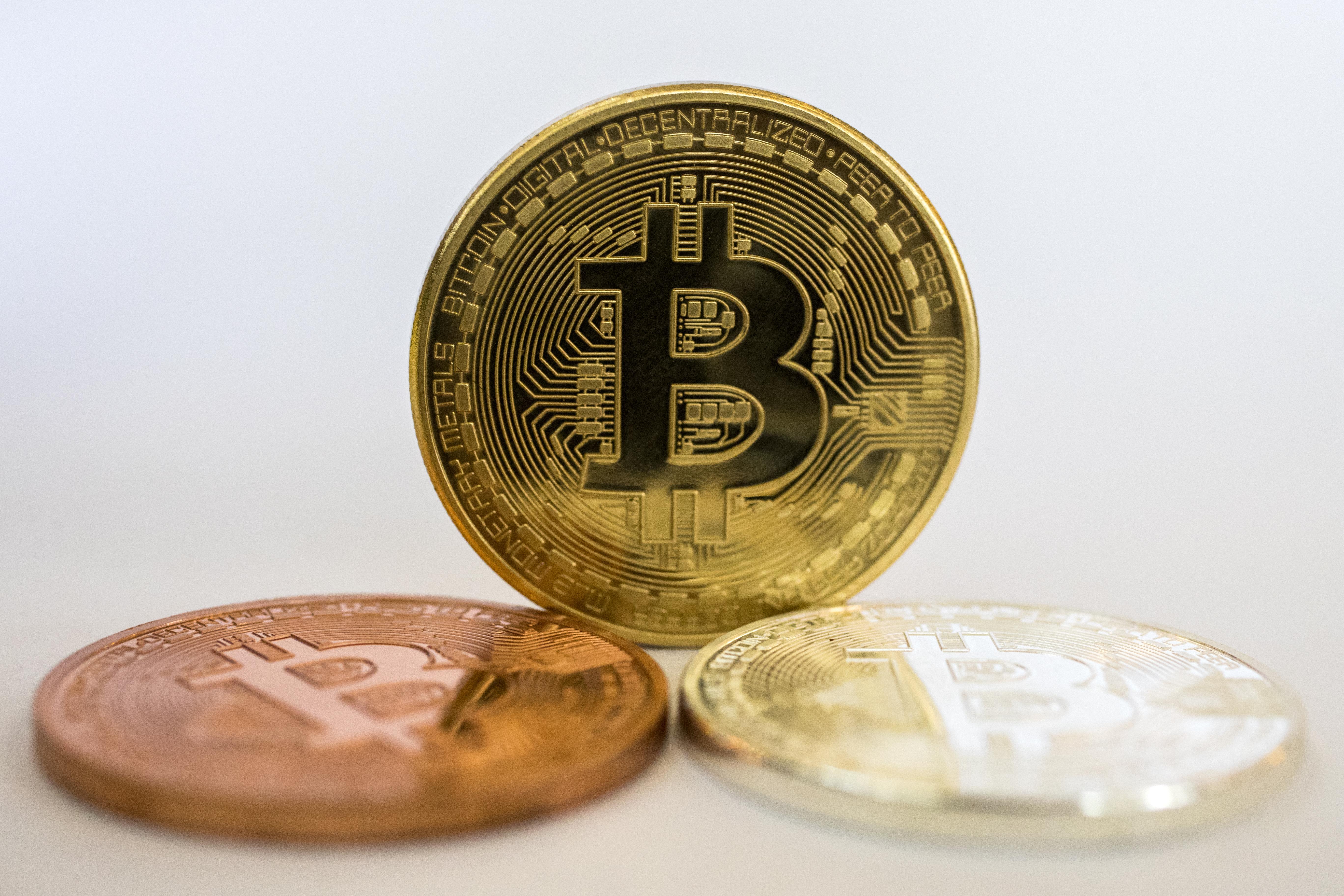全球最知名的虛擬貨幣比特幣價格暴跌,本週二下跌10%,跌穿4,300美元,創今年來最低價位,一週內跌幅達25%。圖為示意照。 (AFP)