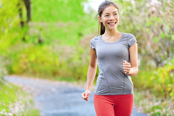 如果目的是想降血壓,單單健走不能達到最佳效果。(Shutterstock)