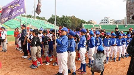 2018年第21屆諸羅山盃國際軟式少年棒球賽,小將們集合等接受頒獎及參與閉幕式。
