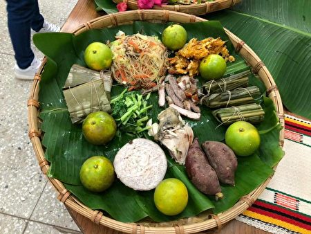 竹篓、槟榔叶、月桃叶等自制餐器,运用当季花果作为摆盘。