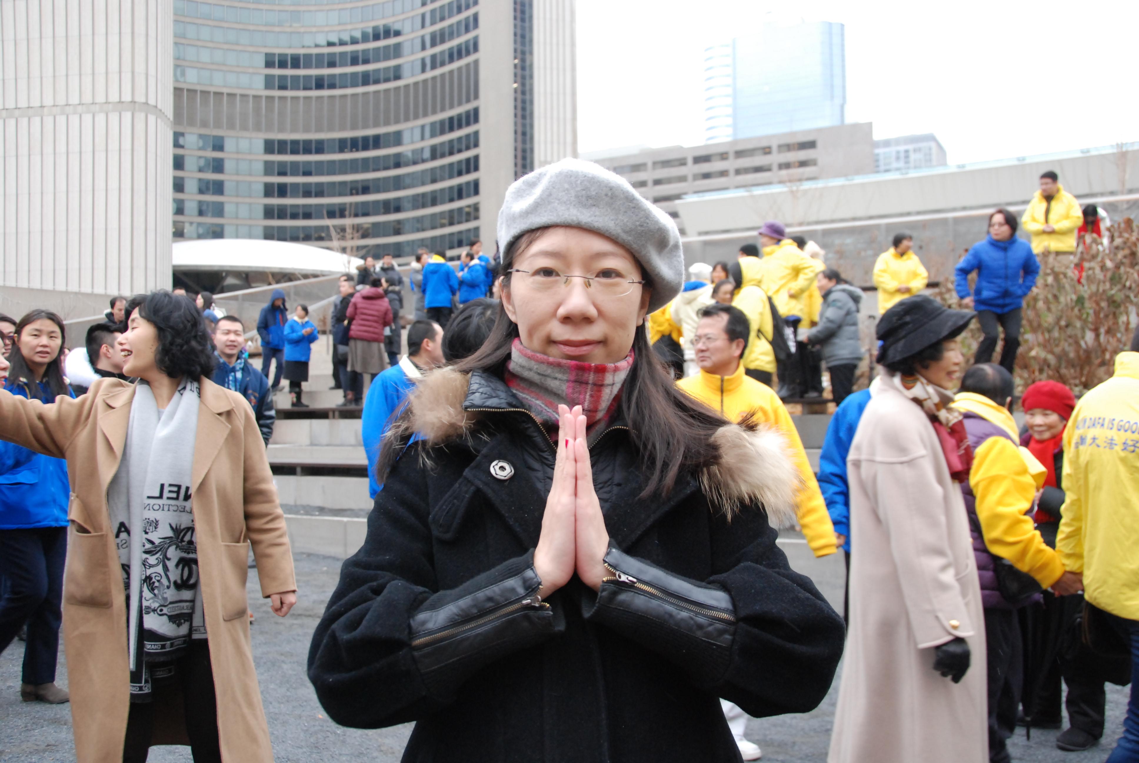 胡女士(Sherry Hu)恭祝師尊新年快樂。(伊鈴/大紀元)