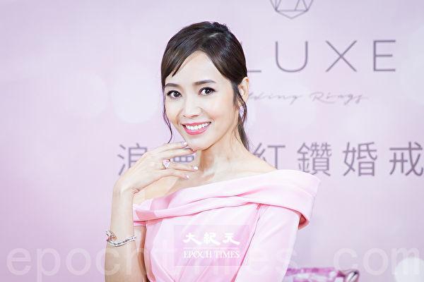 侯佩岑展演近10億珠寶 粉紅色系穿戴上身