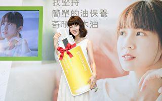 連俞涵代言綠色保養品牌 與粉絲提前慶聖誕