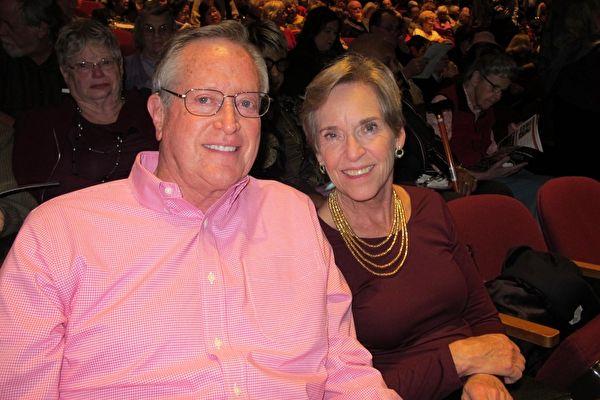 2018年12月20日下午,美國慈善家、億萬富豪Jerry Rawls先生和夫人一同觀看了神韻在聖荷西的演出。(麥蕾/大紀元)