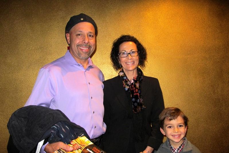 2018年12月20日下午,Jesse Saucedo先生帶著妻子Yvonne Saucedo和孩子一同觀看了神韻紐約藝術團在聖荷西的第二場演出。(麥蕾/大紀元)