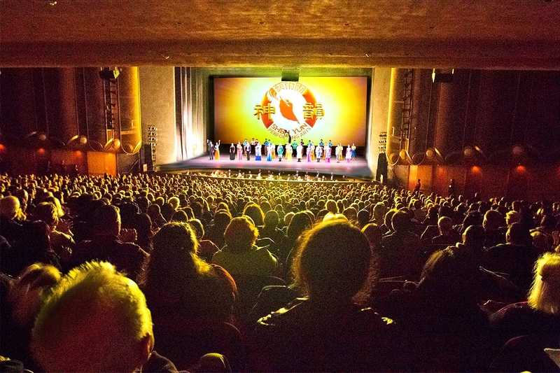 2018年12月20日下午,神韻紐約藝術團在聖荷西表演藝術中心的演出坐滿了觀眾。(周容/大紀元)