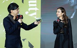 蔡依林(右)於26日在北京發片