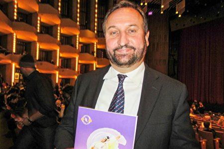 12月27日晚,媒體組織高管Yuri Natchetoi先生在渥太華國家藝術中心觀看了神韻巡迴藝術團的首場演出,他表示觀看神韻啟悟了他的人生。(梁耀 / 大紀元)