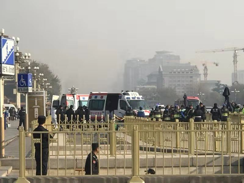 11月30日,有5人(3男2女)在天安門廣場前喝農藥自殺,目前他們生死不明,處於失聯狀態。(受訪者提供)