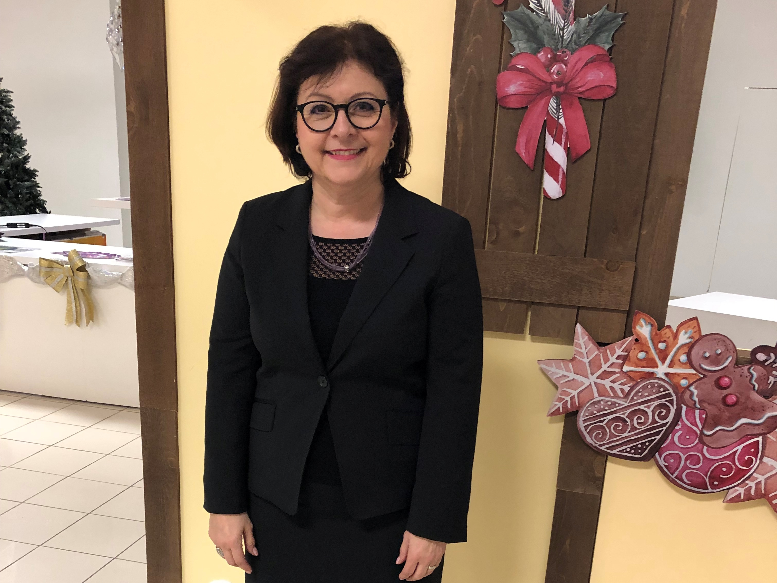 魁北克市政府的公務員DesRoches女士表示修煉法輪大法,就是找到了自己一直在尋找的「道」,並感恩師父的慈悲。(DesRoches女士提供)