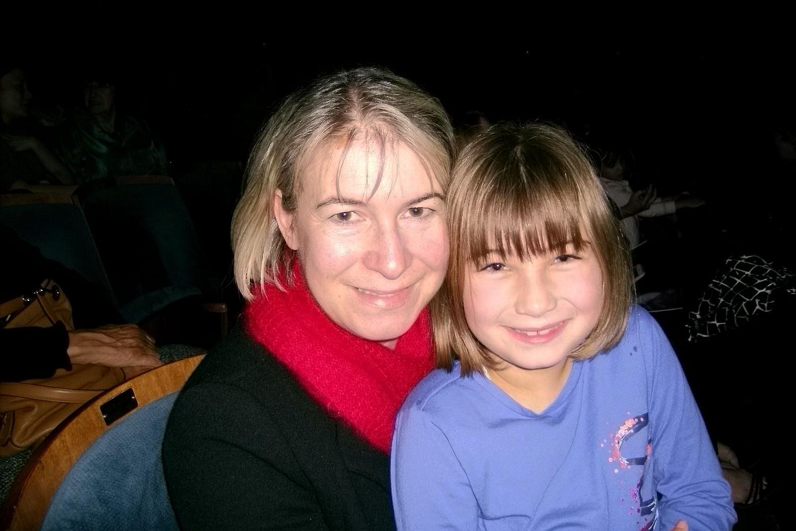 12月12日,在跨國金融機構工作的Dagmar Nikles女士和女兒Sophie觀賞了神韻在伯克利的演出。(於麗麗/大紀元)