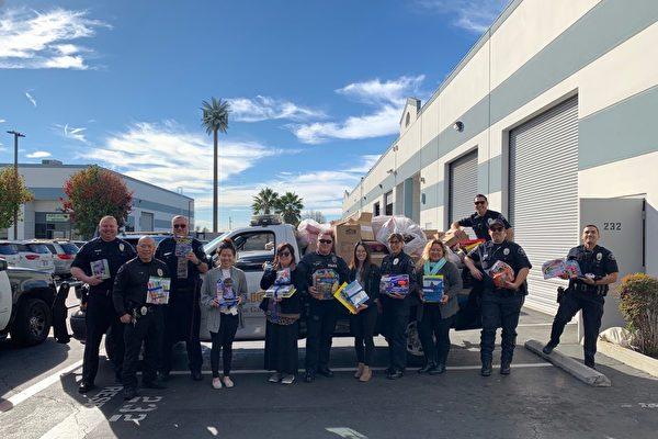 圣盖博警察协会赠送儿童玩具