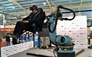 台中資訊月夯跨界 體驗機械手臂VR外太空