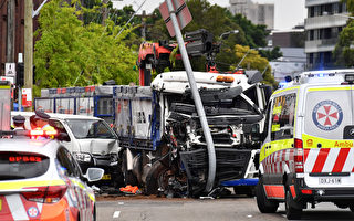 悉尼南區重型卡車撞上候車人群 一死五重傷