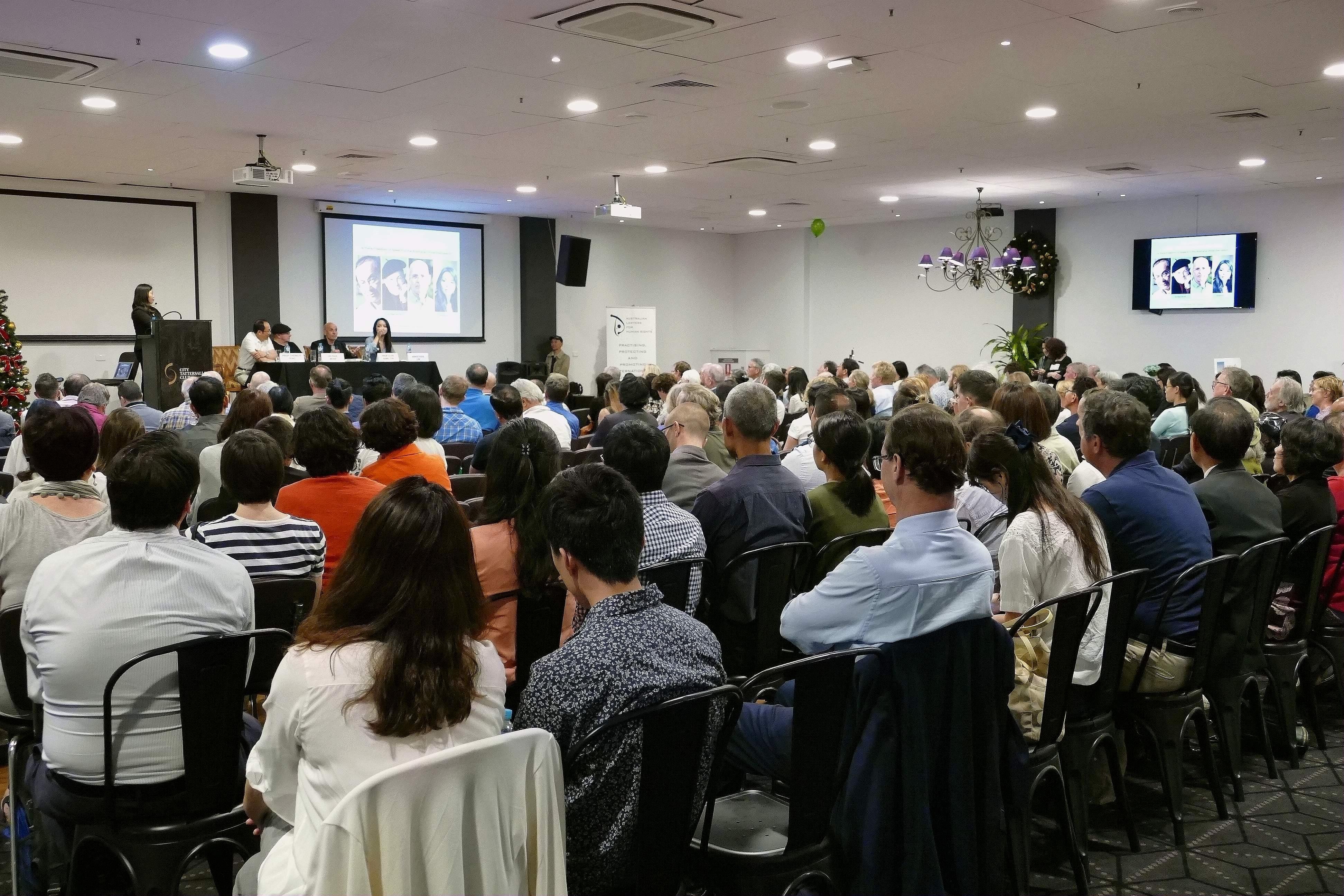 澳洲著名學者與加拿大人權活動家與悉尼主流民眾共同探討如何看待中國與中共,保護澳洲自由平等價值觀等問題。(安平雅/大紀元)