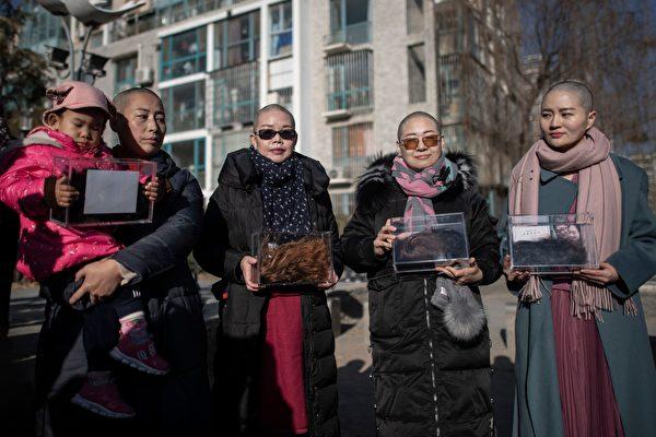 美國華人削髮到中領館抗議 聲援709家屬