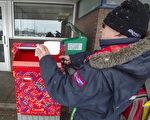 加拿大邮政邮递员工作中